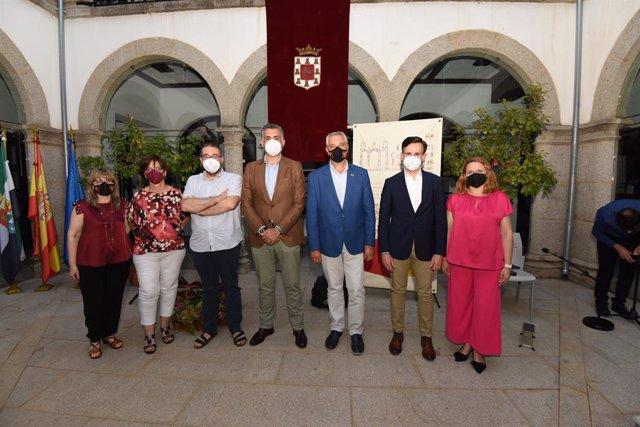 Acto del fallo del XXXI Premio Cuentos Ciudad de Coria que ganó Roberto Villar con su obra Humedad variable en el Cabo de San Tadeo