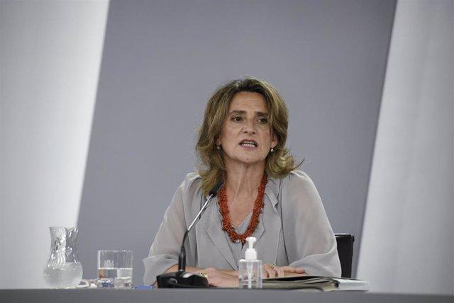 (I-D) La vicepresidenta cuarta y ministra de Transición Ecológica y Reto Demográfico, Teresa Ribera