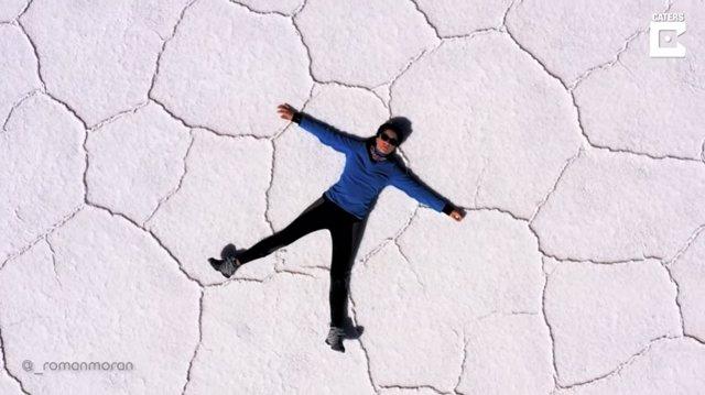 El Salar de Uyuni, el desierto de sal más grande del mundo, a vista de dron