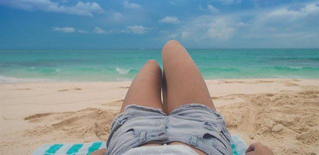 Archivo - Sol, playa, melanoma, cáncer de piel.
