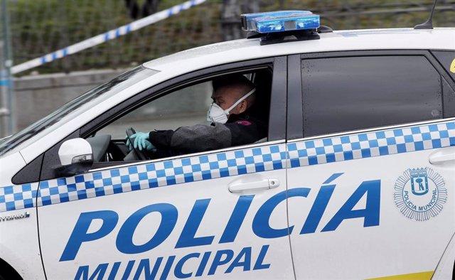 Archivo - Imagen de recurso de una patrulla de Policía Municipal de Madrid.