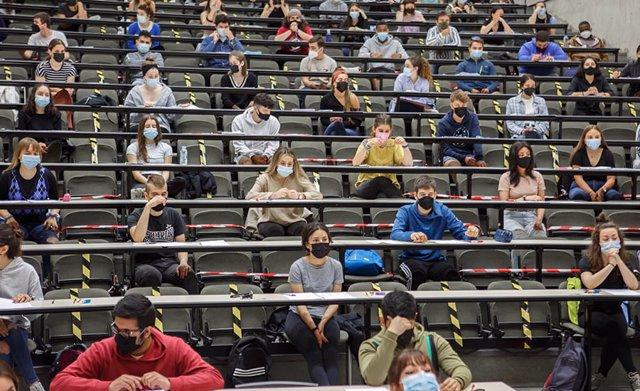 Estudiantes en la EvAU de este año.