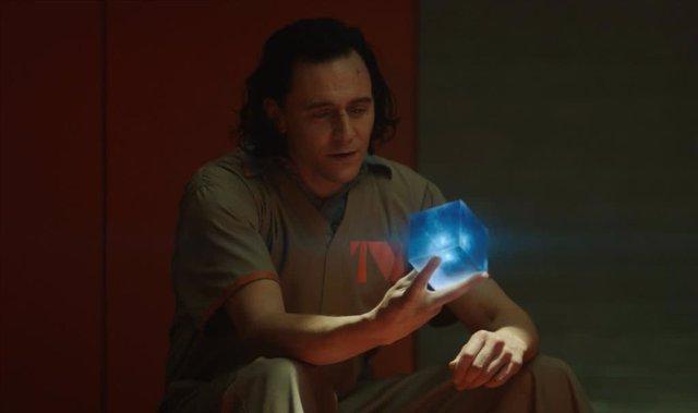 """Indignación con Loki tras revelar la triste realidad de las Gemas del Infinito:""""¿Murieron por unos simples pisapapeles?"""""""