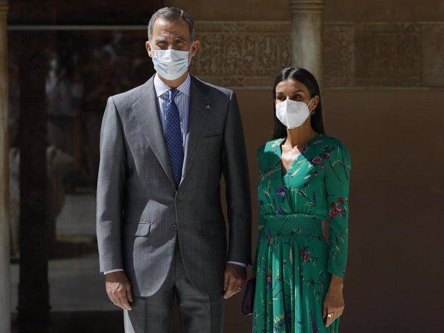 Los Reyes Felipe y Letizia,  en la  Alhambra de Granada, inaugurando  la exposición 'Odaliscas. De Ingres a Picasso'