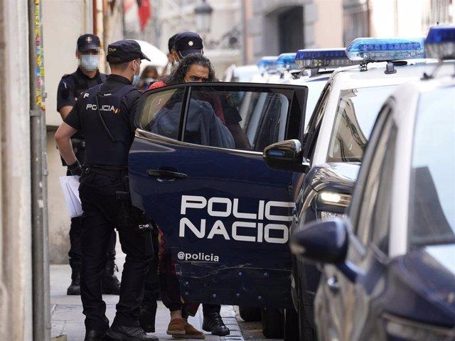 Diego 'El Cigala' surt detingut de la comissaria per passar a disposició judicial.