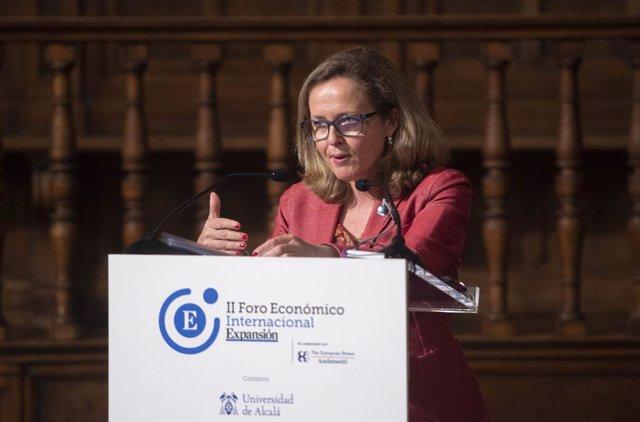 La vicepresidenta segunda del Gobierno y ministra de Asuntos Económicos, Nadia Calviño, interviene la sesión 'El futuro de las finanzas: tecnología y sostenibilidad', del II Foro Económico Internacional Expansión, en el paraninfo de la Universidad de Alca