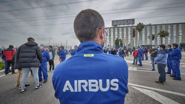 Trabajadores de Airbus Puerto Real concentrados ante la planta