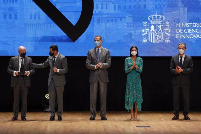Sus Majestades los Reyes de España entregan los Premios Nacionales de Innovacion y Diseño en el Palacio de Congresos de Granada.