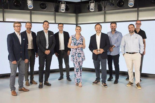El director Salón Auto Mobile (Fira Barcelona), Jose Miguel García Guirado, y el Global Chief Marketing Director de Seat, Jason Lusty, en el Automotive Innovation Lab.