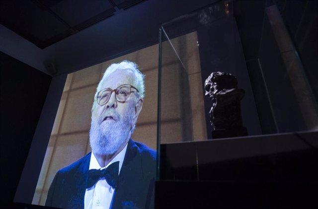 """Una estatuilla de Goya en la exposición """"Berlanguiano, Luis García Berlanga (1921-2021)"""