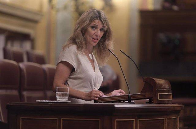 La vicepresidenta tercera del Gobierno y ministra de Trabajo y Economía Social, Yolanda Díaz, interviene en una sesión plenaria celebrada en el Congreso de los Diputados, a 10 de junio de 2021, en Madrid, (España). El pleno de hoy aborda entre otras cuest