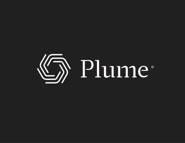 Plume_symbol_wordmark_row_dark_bg_Logo