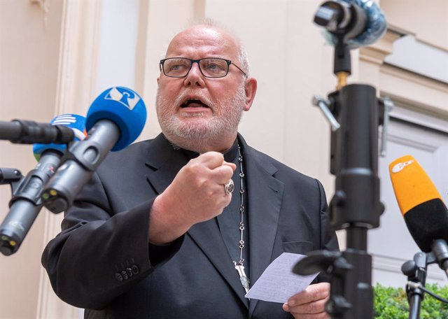 04 June 2021, Bavaria, Munich: Cardinal Reinhard Marx, Archbishop of Munich and Freisingdelivers a statement to the press at the yard of his residence. Marx has offered his resignation to Pope Francis. Photo: Peter Kneffel/dpa