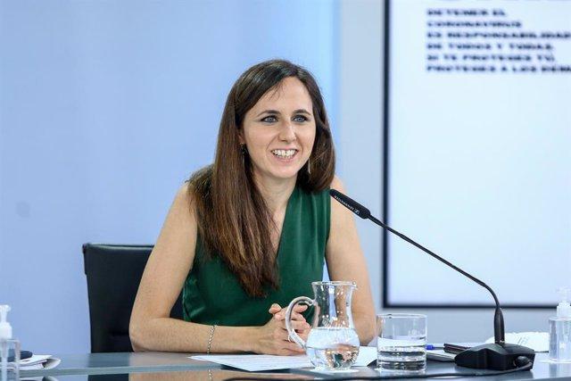 Arxiu - La ministra de Drets Socials y Agenda 2030, Ione Belarra, compareix en una roda de premsa després del Consell de Ministres, el 8 de juny del 2021, al Complex de La Moncloa, Madrid, (Espanya).