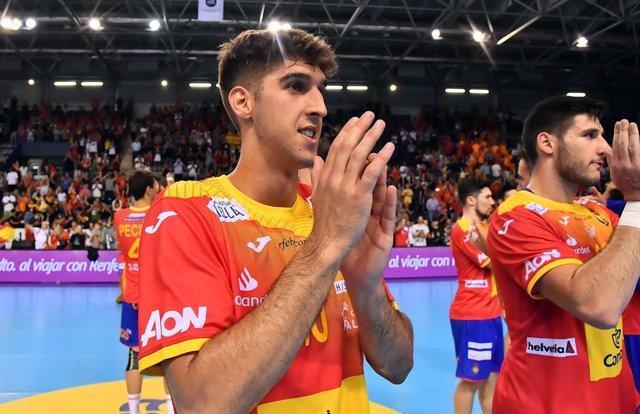 Archivo - Antonio Serradilla, durante un partido con la selección española de balonmano.