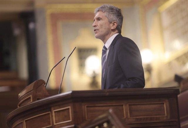 El ministro del Interior, Fernando Grande-Marlaska, interviene en una sesión plenaria celebrada en el Congreso de los Diputados, a 10 de junio de 2021, en Madrid, (España). El pleno de hoy aborda entre otras cuestiones, el Real Decreto-ley por el que se a