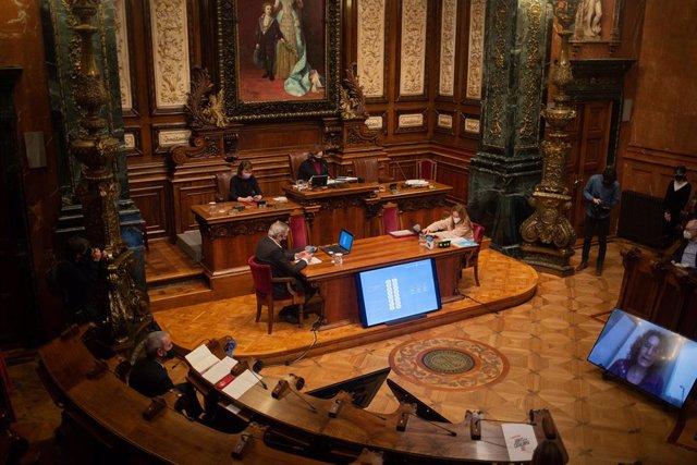 Archivo - Arxiu - L'alcaldessa de Barcelona, Ada Colau, durant una sessió plenària del Consell Municipal de l'Ajuntament de Barcelona, Catalunya (Espanya), el 26 de febrer del 2021.