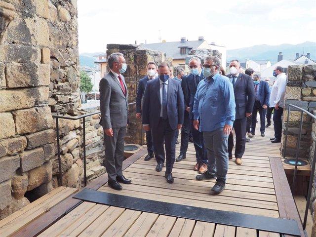 El ministro de Transportes, Movilidad y Agenda Urbana, José Luis Ábalos, durante su visita a Ponferrada (León) de este jueves.
