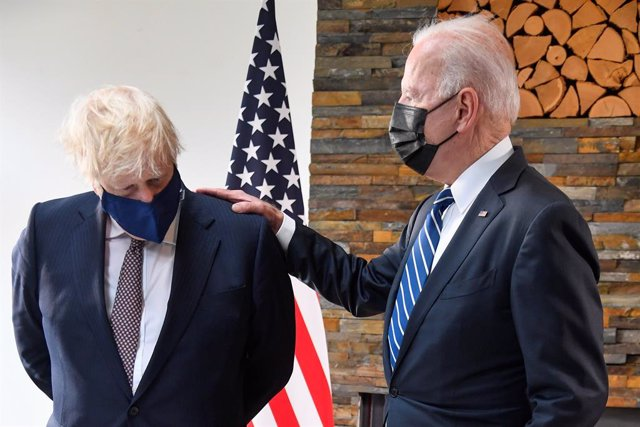 10 June 2021, United Kingdom, St Ives: US President Joe Biden (R) and UK Prime Minister Boris Johnson meet ahead of the G7 summit in Cornwall. Photo: Toby Melville/PA Wire/dpa