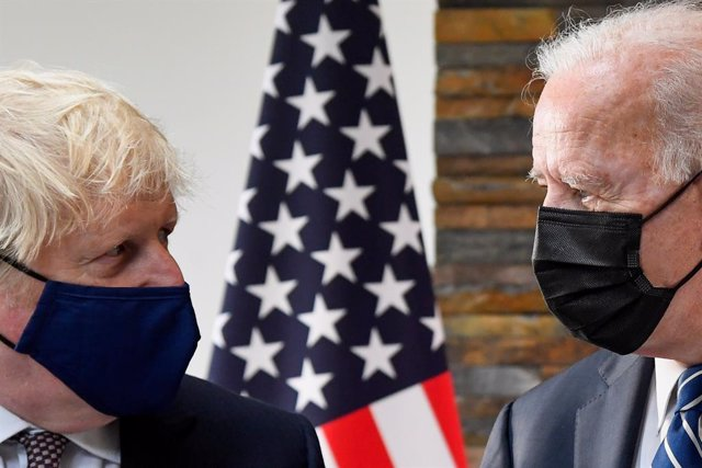 10 June 2021, United Kingdom, St Ives: US President Joe Biden (R) and UK Prime Minister Boris Johnson talk during their meeting ahead of the G7 summit in Cornwall. Photo: Toby Melville/PA Wire/dpa