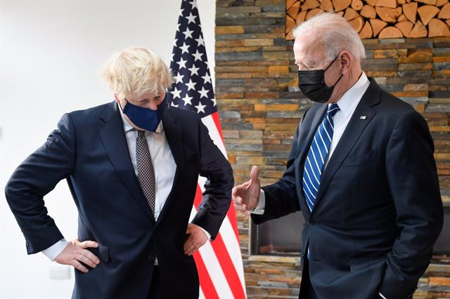 10 June 2021, United Kingdom, St Ives: US President Joe Biden (R) and UK Prime Minister Boris Johnson talk as they look at historical documents and artefacts relating to the Atlantic Charter, during their meeting ahead of the G7 summit in Cornwall. Photo: