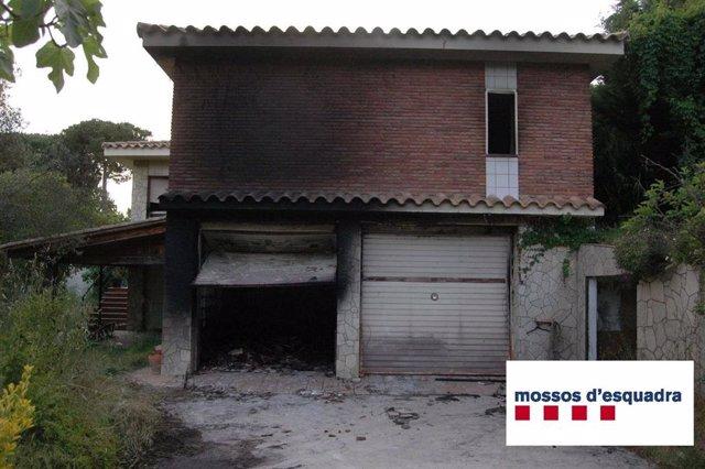 La casa que s'ha cremat a Vallromanes (Barcelona).