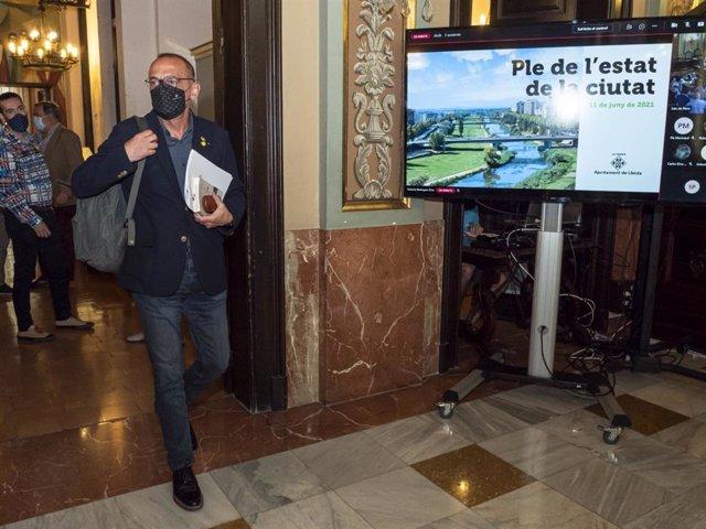 Miquel Pueyo entra al ple de l'estat de la ciutat.