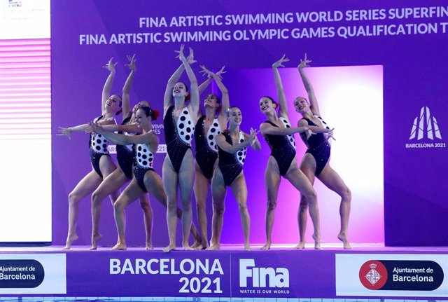 El equipo español de natación artística en el Preolímpico de Barcelona, torneo en el que lograron el billete a los Juegos Olímpicos de Tokio, que se disputan en verano de 2021, en la rutina por Equipos