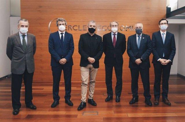 El president del Cercle d'Economia, Javier Faus, i el delegat especial d'Estat del Consorci de la Zona Franca de Barcelona (CZFB), Pere Navarro, en una roda de premsa del Cercle d'Economia.