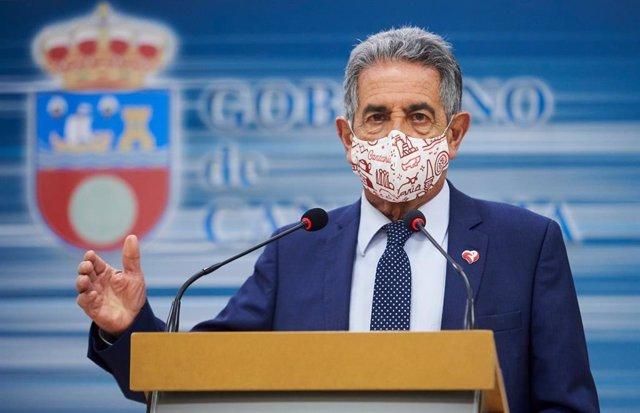 Archivo - El presidente de Cantabria, Miguel Ángel Revilla, en rueda de prensa