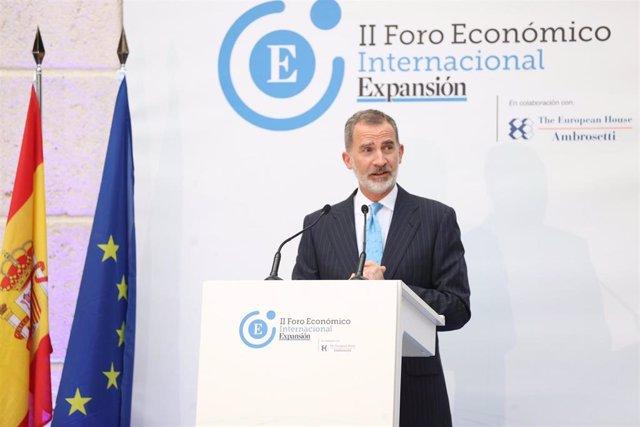 El Rey Felipe VI en el II Foro Económico Internacional.