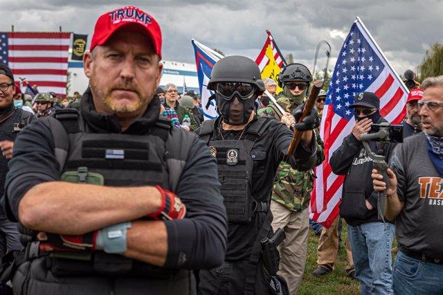 Concentración de The Proud Boys y otros grupos extremistas en Portland, en el noroeste de Estados Unidos.