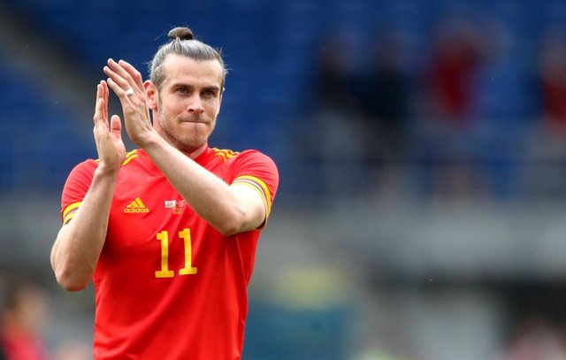 05 June 2021, United Kingdom, Cardiff: Wales' Gareth Bale applauds the fans after the international friendly soccer match between Wales and Albania at Cardiff City Stadium. Photo: Nick Potts/PA Wire/dpa