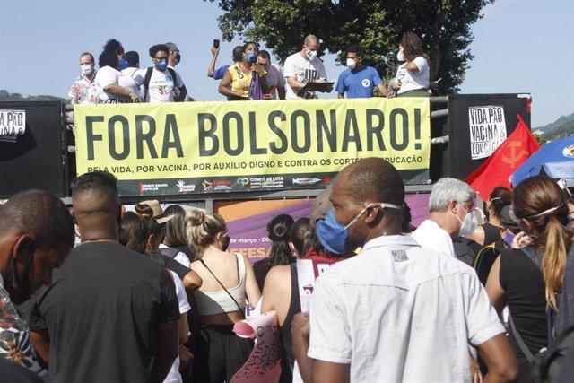 Manifestación contra el presidente de Brasil, Jair Bolsonaro, en Río de Janeiro