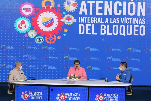 """HANDOUT - 14 May 2021, Venezuela, Caracas: Venezuelan President Nicolas Maduro (M) speaks during a press conference on an aid plan for """"victims of the blockade against the Venezuelan people."""" Photo: ---/Prensa Miraflores/dpa - ATTENTION: editorial use onl"""
