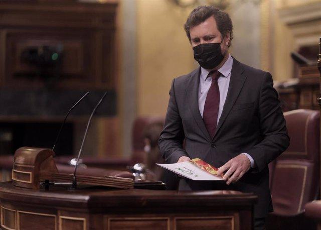 El portavoz de Vox en el Congreso, Iván Espinosa de los Monteros, a su llegada para intervenir en una sesión plenaria celebrada en el Congreso de los Diputados, a 10 de junio de 2021, en Madrid, (España). El pleno de hoy aborda entre otras cuestiones, el