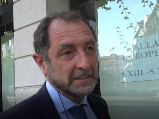 Luis Gasset desmiente que mantenga una relación con Anne Igartiburu