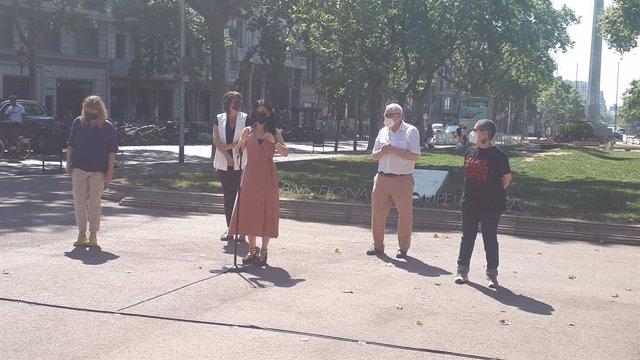 La secretària general adjunta i portaveu d'ERC, Marta Vilalta, en declaracions als mitjans a Barcelona al costat d'altres membres del partit
