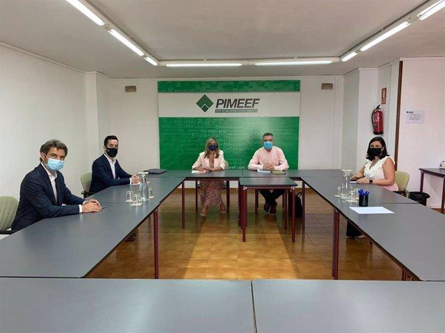 La coordinadora autonómica y portavoz de Cs, Patricia Guasp, junto a otros miembros de la formación se reúne con Pimeef.