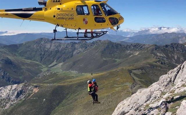 Evacuados en helicóptero dos varones enriscados en el Pico Espigüete, en Velilla (Palencia).