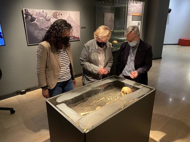 Presentación de la muestra 'Vida y muerte en Cantabria' en el MUPAC