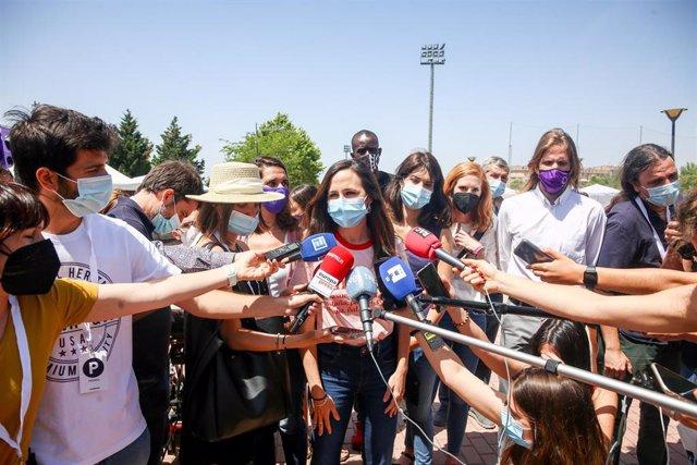 La ministra de Derechos Sociales, Ione Belara, ofrece declaraciones a los medios, en la IV Asamblea Ciudadana Estatal de Podemos, a 12 de junio de 2021, en el Auditorio Parque de Lucía de Alcorcón, Alcorcón, Madrid, (España).