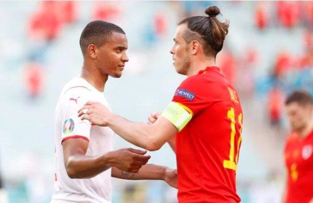 Manuel Akanji y Gareth Bale en el Gales-Suiza