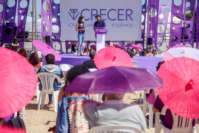 Los candidatos a secretarios generales de Unidas Podemos, Javier Sánchez y la portavoz nacional de Podemos, Isa Serra, bajo la lista `Crecer, intervienen en la IV Asamblea Ciudadana Estatal de Podemos, a 12 de junio de 2021, en el Auditorio Parque de Luc