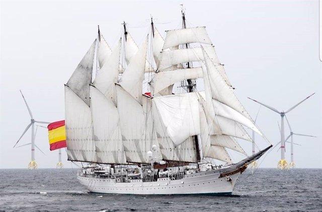 Archivo - Buque Juan Sebastián de Elcano navegando con las velas desplegadas