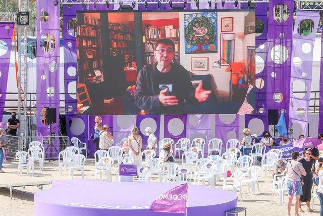 El politólogo y cofundador de Podemos, Juan Carlos Monedero, interviene por pantalla, a consecuencia de padecer Covid-19, en la IV Asamblea Ciudadana Estatal de Podemos, a 12 de junio de 2021, en el Auditorio Parque de Lucía de Alcorcón, Madrid, (España).