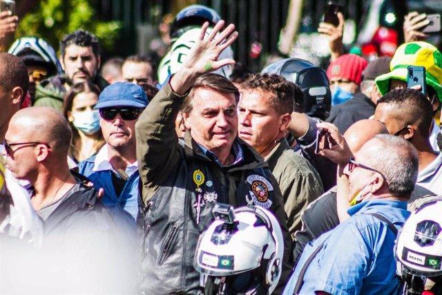 El presidente de Brasil, Jair Bolsonaro, acude sin mascarilla  a una concentración de motoristas en Sao Paulo
