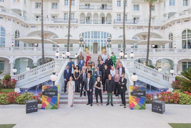 Foto de familia de los premiados en el Festival de Málaga en el Gran Hotel Miramar