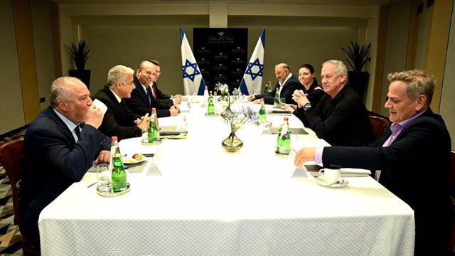 Foto de la nueva coalición de Gobierno en Israel