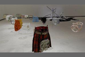 Azkuna Zentroa de Bilbao recoge 47 piezas de la artista Ana Laura Aláez